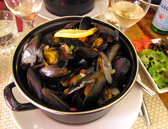 how to eat 100 steamed mussels